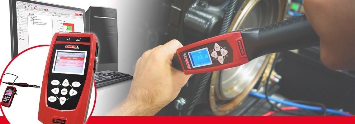Az új generációs, csupán 500 grammos Delta elemzőkészülék kompakt és hordozható megoldást kínál különböző szerszámok ellenőrzésére.<br/>A sztenderd Desoutter DRT vagy DST transzduktorokkal impulzusszerszámok, elektromos csavarbehajtók és nyomatékkulcsok kalibrálására képes. A készülék három kivitelben kapható: csak nyomatékmérő (DELTA 1D), nyomaték- és szögmérő (Delta 6D) és DWTA kulccsal maradéknyomaték-mérő (Delta 7D).<br/>